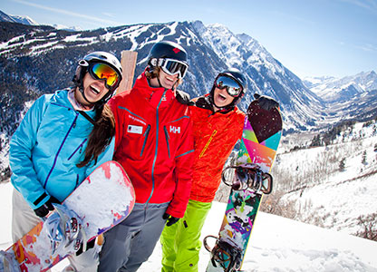 With job opportunities in the ski and snowboard school, tickets, snowmaking, food & beverage, retail and rental, lift operations, and childcare, Aspen Skiing Company employs over 3,400 people every winter.